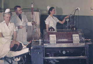 Patient receiving dialysis via the Kolff-Brigham kidney